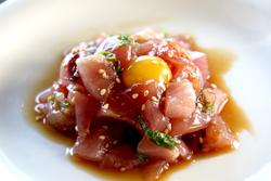 まかない丼のタレで作る「萩産マグロユッケ」